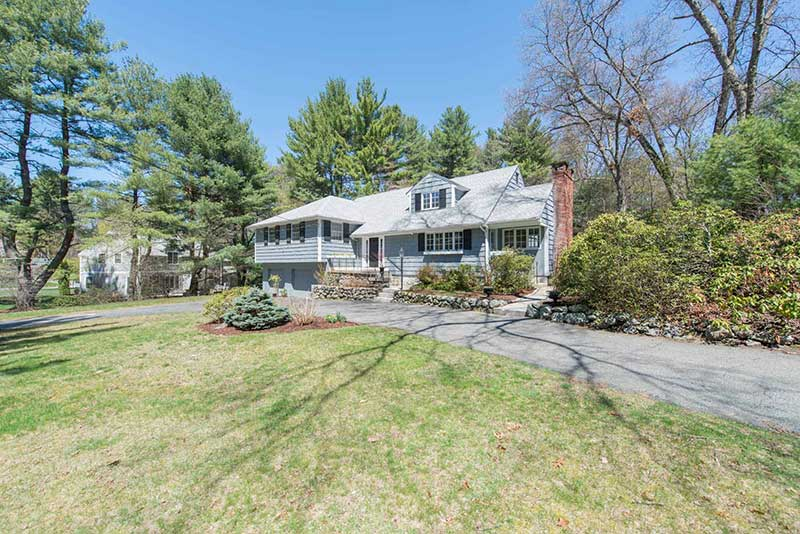 28 Bradyll Road Listed by Diana and Avery Chaplin