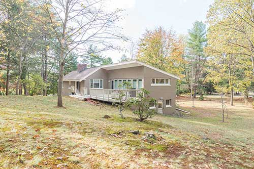44 Applecrest Road Listed by Diana and Avery Chaplin