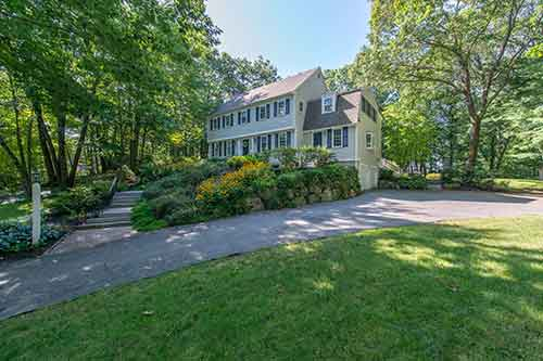 59 Hallett Hill Road Listed by Diana and Avery Chaplin